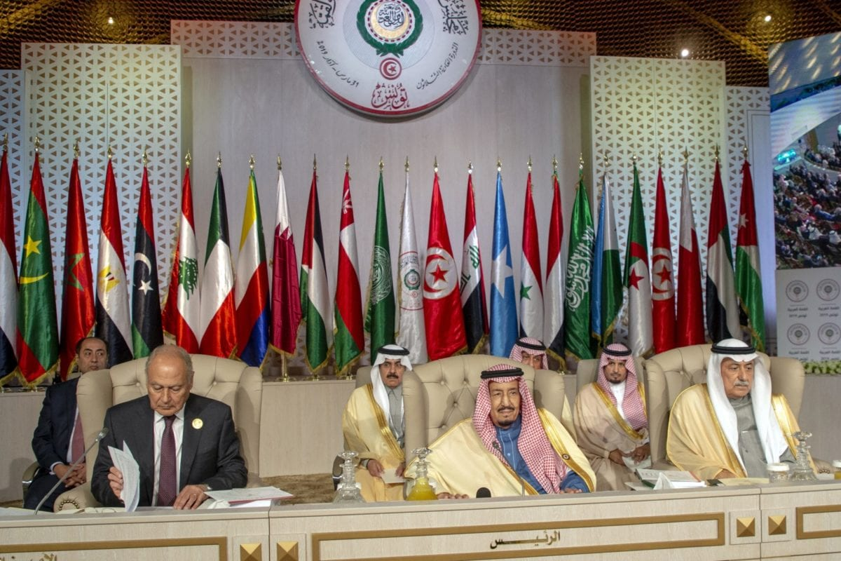 Arab League Secretary-General Ahmed Aboul Gheit (L), Saudi Arabia's King Salman bin Abdulaziz (C) and Saudi Foreign Minister Ibrahim Al-Assaf (R) attend the opening session of the 30th Arab League Summit in Tunis, Tunisia on 31 March 2019. [Yassine Gaidi - Anadolu Agency]