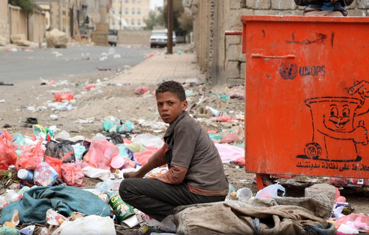 Despite cholera outbreak, Yemeni kids collect garbages form piles of rubbish for recycling in Sana'a, Yemen on April 1, 2019. [Mohammed Hamoud - Anadolu Agency]