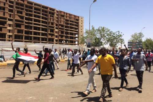 Sudanese protesters, demanding the resignation of Sudanese President Omar Al-Bashir, stage a demonstration against high cost of living, fuel and cash shortage in front of army headquarters building in Khartoum, Sudan on April 8, 2019. [Stringer - Anadolu Agency]