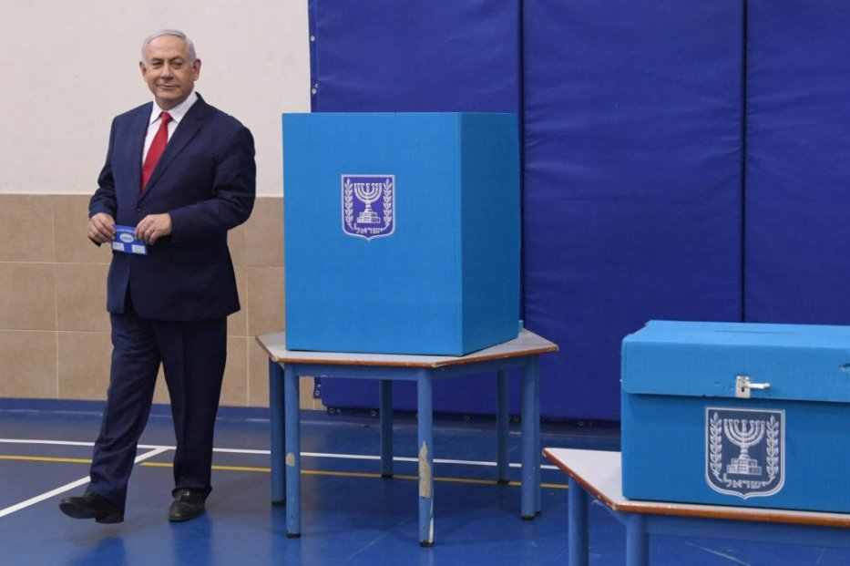 Israeli Prime Minister Benjamin Netanyahu prepares to cast his vote during Israel's parliamentary elections at Paula Ben Gurion School in Jerusalem, on 9 April 2019. [Haim Zach / GPO / Handout - Anadolu Agency]