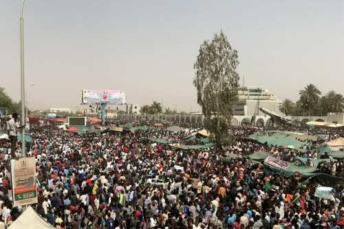 Thousands of Sudanese demonstrators continue demonstrations outside the military headquarters in Khartoum, Sudan on 11 April 2019. [Ömer Erdem - Anadolu Agency]