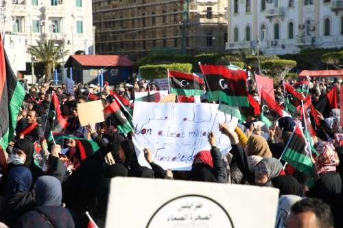 People attend a protest against Libyan military commander Khalifa Haftar's offensive to seize Tripoli, on April 12, 2019. [ Hazem Turkia - Anadolu Agency]