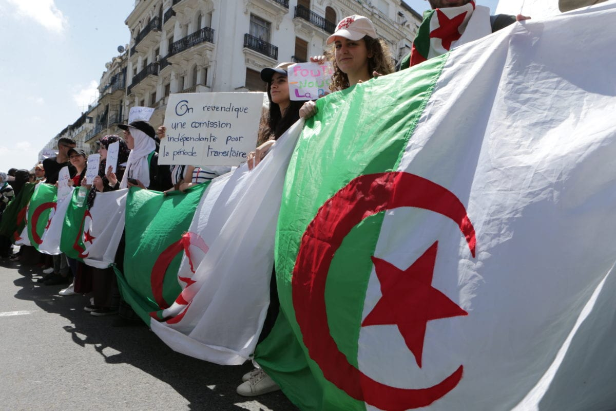 Students stage a demonstration demanding the departure of all government officials affiliated with former President Abdelaziz Bouteflika, in Algiers, Algeria on 16 April 2019 [ Farouk Batiche - Anadolu Agency]