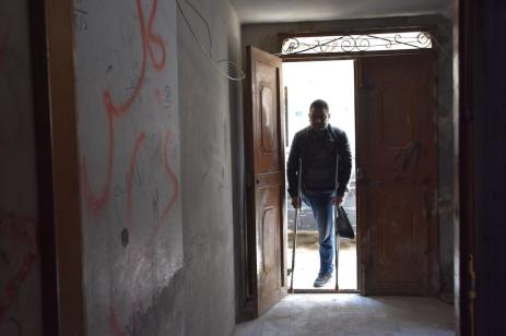 Syrian Rabeh Selim arrives at home after closing his shop in the northern Syrian city of Al-Bab. Despite losing his leg in the ongoing conflict in Syria, a father of five continues to hold on to life to provide for his family. on 9 April 2019 ( Meryem Göktaş - Anadolu Agency )