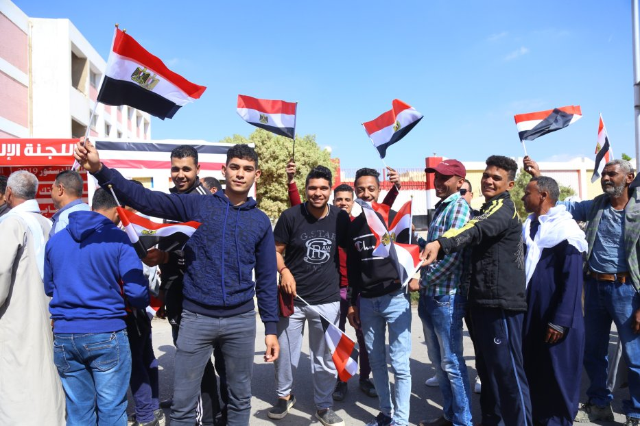 Egyptian voters wait to cast ballot at a polling station in a referendum on constitutional amendments which may allow incumbent President Abdel-Fattah al-Sisi to stay in power until 2030, on April 20, 2019 in Cairo, Egypt. [Stringer - Anadolu Agency]