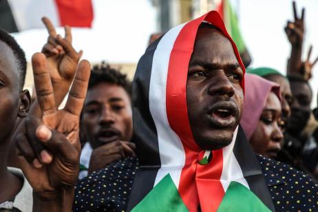 Sudanese demonstrators gather in front of military headquarters demanding a civilian transition government, in Khartoum, Sudan on 21 April 2019 [Mahmoud Hjaj/Anadolu Agency]