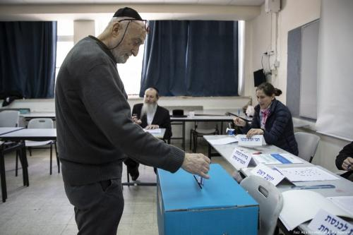 A man casts his vote during the Israeli general elections in Tel Aviv, Israel on April 9, 2019. Israeli voters on April 9, 2019 began to cast ballot to elect members of Knesset (Israel's parliament). [Faiz Abu Rmeleh - Anadolu Agency]