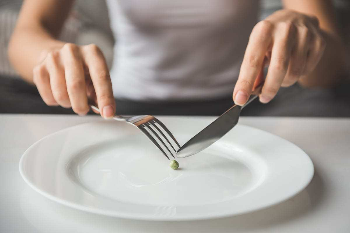 Suffering from eating disorder: here's an image of girl trying to put a pea on the fork [Twitter]
