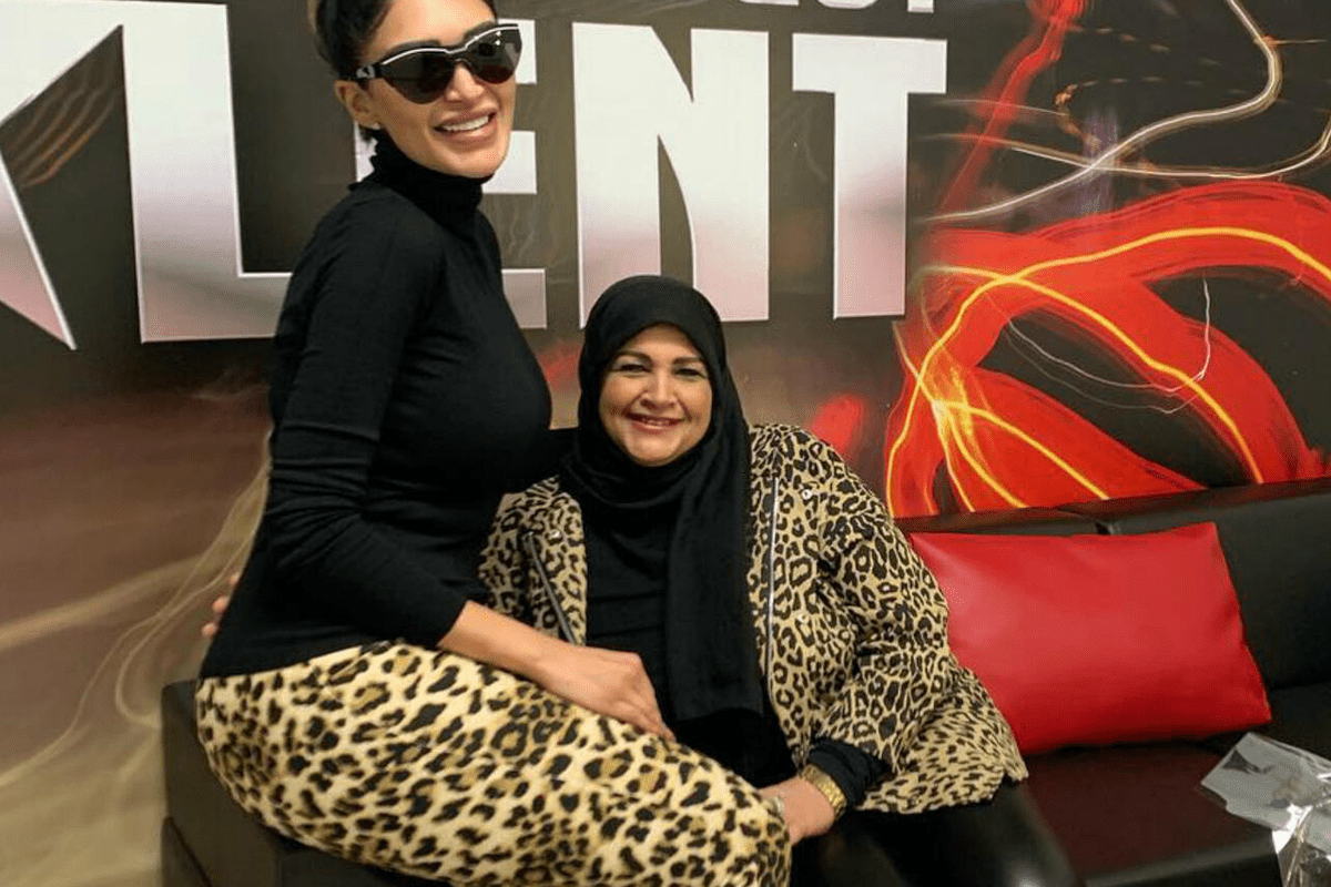 Egyptian TV presenter Sally Abdal Salam and her mother [Twitter]