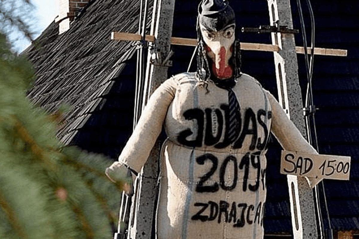 Jewish effigy representing Judas burnt and hung in Poland [Twitter]