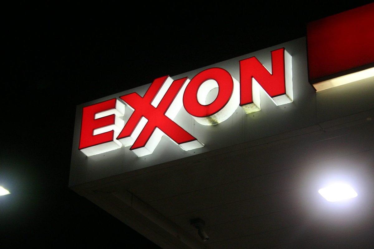 Exxon logo at a petrol station in the US [Brian Katt / Wikimedia]