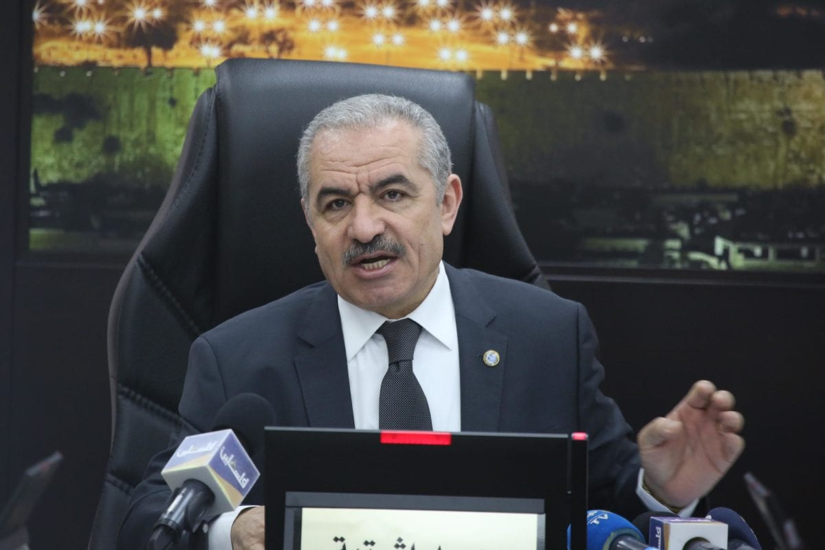 Palestinian Prime Minister Mohammad Shtayyeh makes a speech as he leads the weekly cabinet meeting at the Prime Ministry building in Ramallah, West Bank on 6 May 2019 [Issam Rimawi/Anadolu Agency]