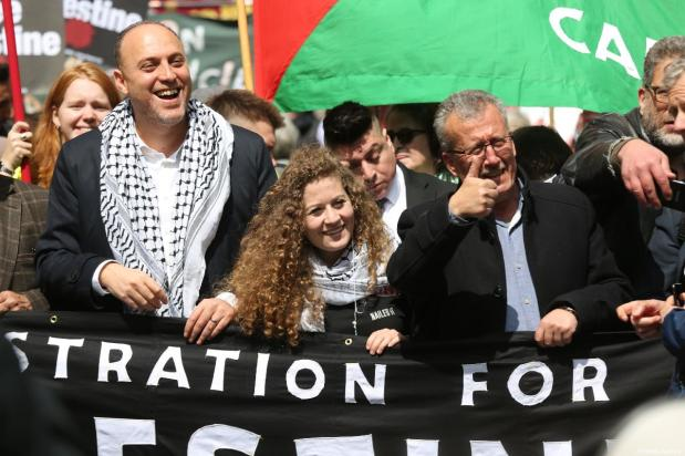 Palestinian activist Ahed Tamimi (C) attends a protest organized by the Stop the War Coalition and Palestine Solidarity Campaign in support of the Palestinian people on May 11, 2019 in London, England [ Tayfun Salcı / Anadolu Agency]