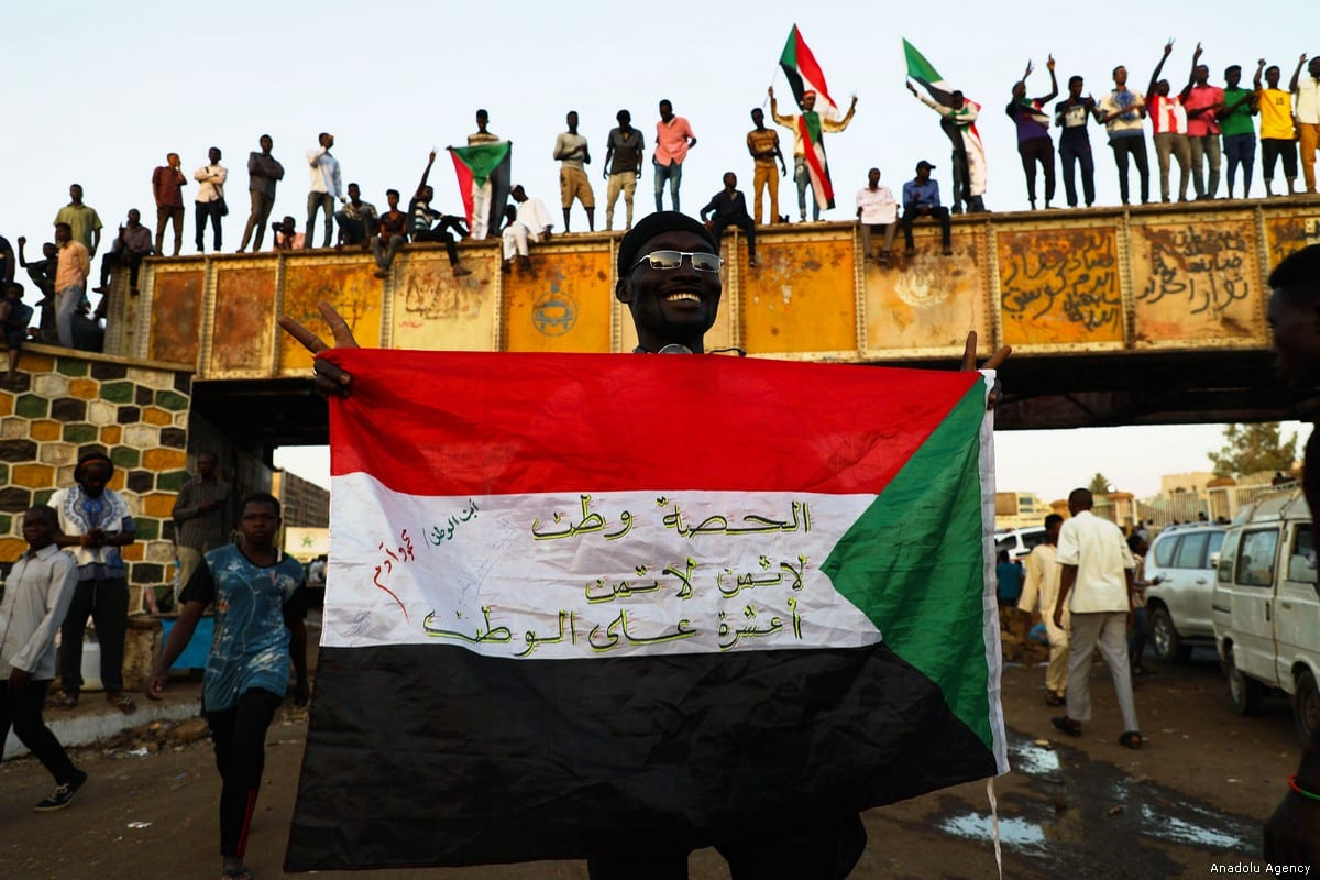 Sudanese demonstrators attend the ongoing protests demanding a civilian transition government in front of military headquarters, on the first day of Holy month of Ramadan in Khartoum, Sudan on 6 May, 2019 [Mahmoud Hjaj/Anadolu Agency]