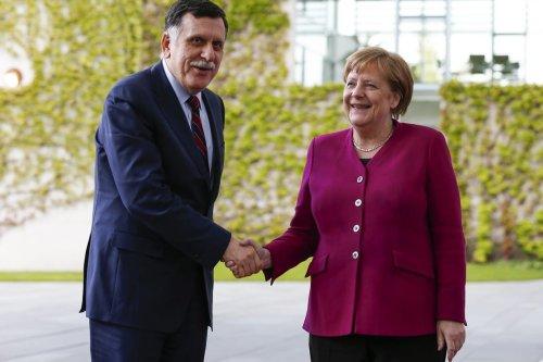 Chairman of the Presidential Council of Libya Fayez al-Sarraj (L) is welcomed by German Chancellor Angela Merkel (R) in Berlin, Germany on 7 May 2019. [Abdülhamid Hoşbaş - Anadolu Agency]