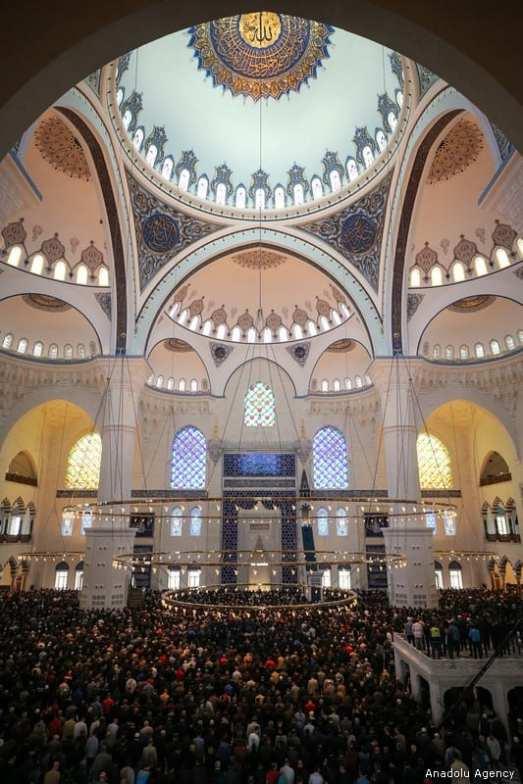 Muslim worshipers perform the first Friday Prayer in the Muslims' holy fasting month of Ramadan at Camlica Mosque in Istanbul, Turkey on 10 May, 2019 [Muhammed Enes Yıldırım/Anadolu Agency]