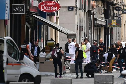 French police search for evidences in front the 'Brioche doree' after a bomb blast in Lyon, France on 24 May 2019 [PHILIPPE DESMAZES/AFP/Getty Images]