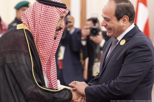 Saudi Arabia's King Salman Bin Abdulaziz Al-Saud (L) welcomes welcomes President of Egypt Abdel Fattah Al-Sisi during an emergency Arab League Summit in Mecca, Saudi Arabia on 31 May 2019 [Bandar Algaloud/Saudi Kingdom Council/Anadolu Agency]
