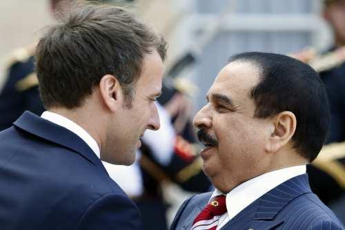 French President Emmanuel Macron (L) welcomes Bahraini King Hamad bin Isa Bin Salman Al Khalifa on April 30, 2019 in Paris, France. on 30 April 2019 [Chesnot/Getty Images]