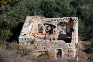 An old house is seen in the Palestinian village of Lifta which was abandoned during fighting in the 1948 Arab-Israeli war, on the outskirts of Jerusalem, on 20 October, 2017 [THOMAS COEX/AFP/Getty Images]