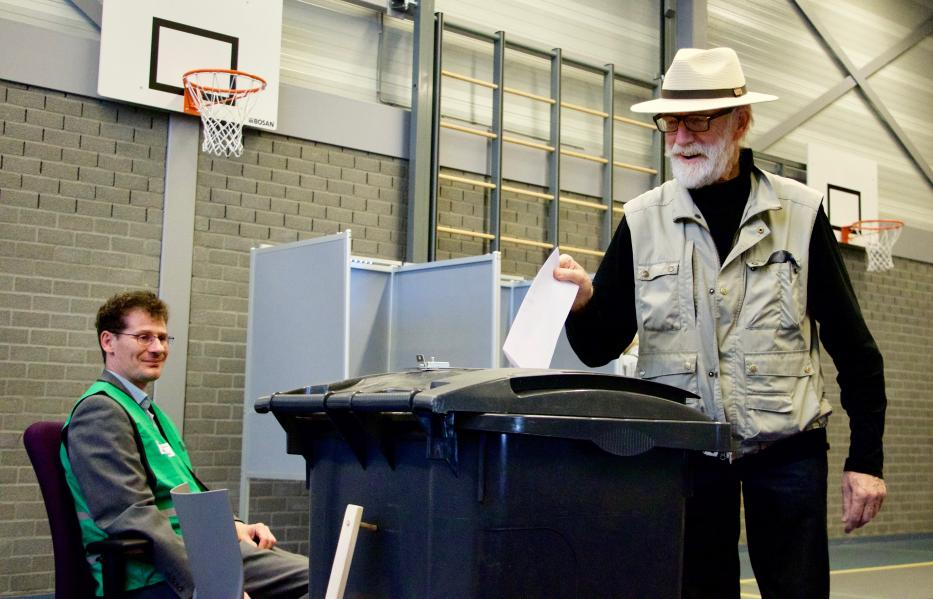 A voter casts his ballot at a polling station during the EU election in Rotterdam, Netherlands on May 23, 2019. [Abdullah Aşıran - Anadolu Agency]