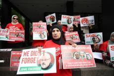 People gather in front of Saudi Consulate in New York to protest against Saudi Arabia's decision to execute three leading Saudi Arabian scholars including Salman al-Awdah after Ramadan, in New York, United States on 1 June 2019. [Atılgan Özdil - Anadolu Agency]