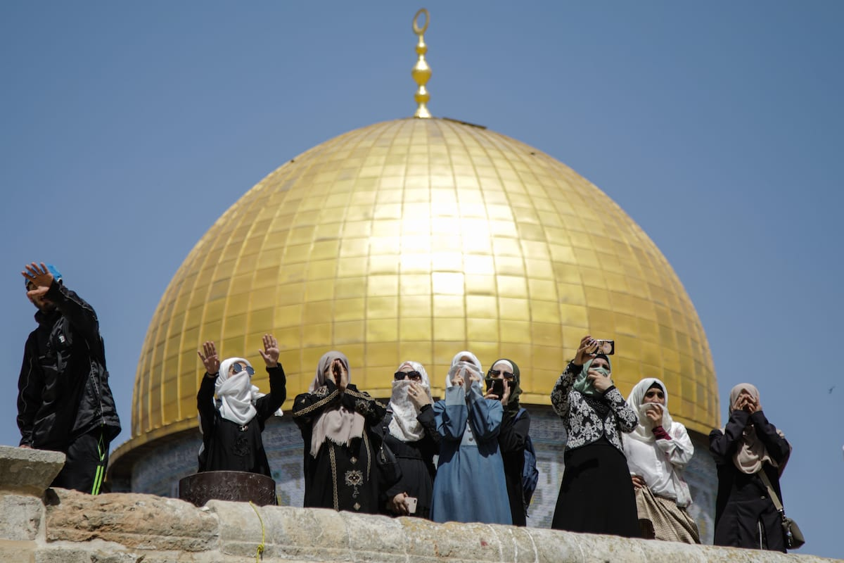 Muslim women shout slogans as Jews, under Israeli police protection, raid Al-Aqsa Mosque Compound in Jerusalem on June 02, 2019. ( Faiz Abu Rmeleh - Anadolu Agency )