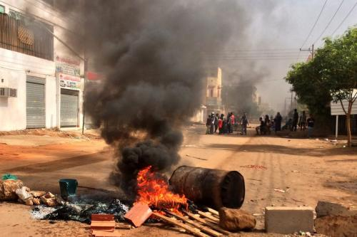 Sudanese protesters block main roads to army headquarters with burning tyres and pavers in Khartoum, Sudan on 3 June 2019. [Stringer - Anadolu Agency]