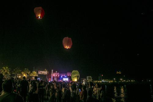 People release sky lanterns during 'Tabarka Sky Lantern Festival' in Tabarka, Tunisia on 16 June 2019 [Yassine Gaidi/Anadolu Agency]