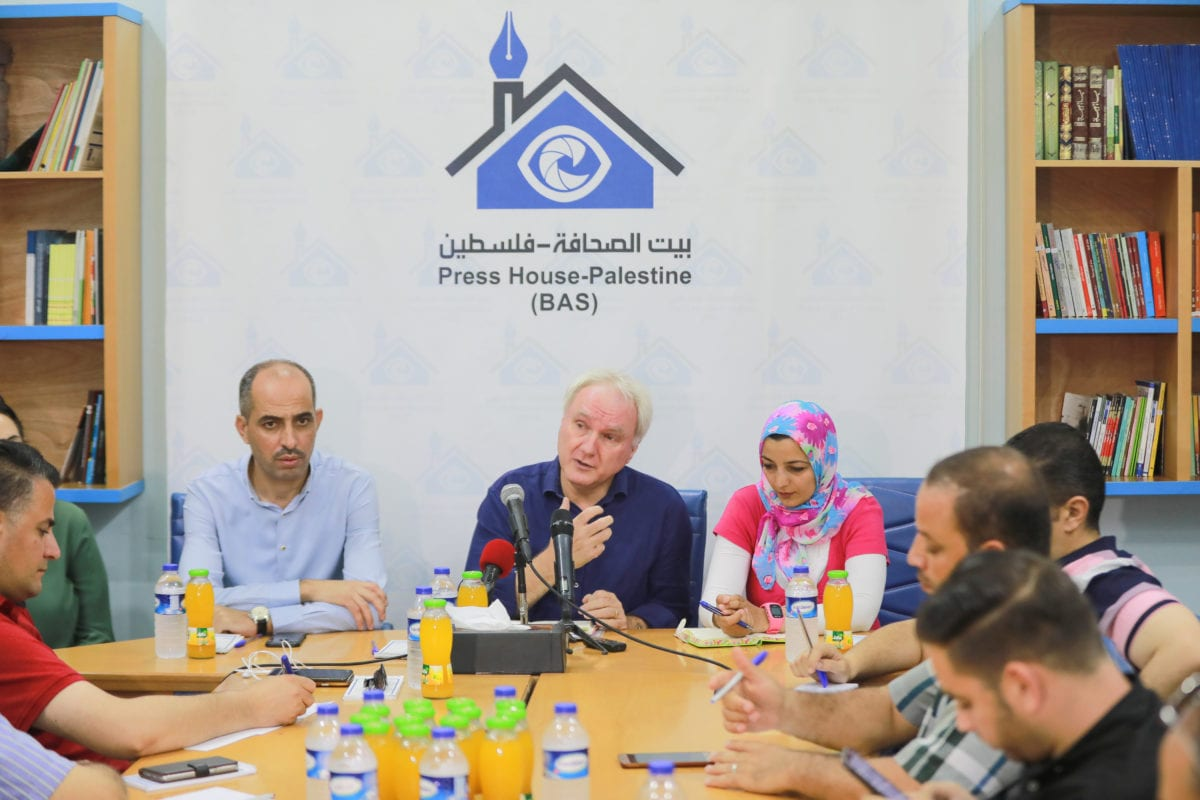 Matthias Schmale (C), Director of UNRWA Operations in Gaza speaks during a press conference held at Press House, a non-profit media organization based in Gaza, on 30 June 2019 in Gaza City, Gaza. [Ali Jadallah - Anadolu Agency]