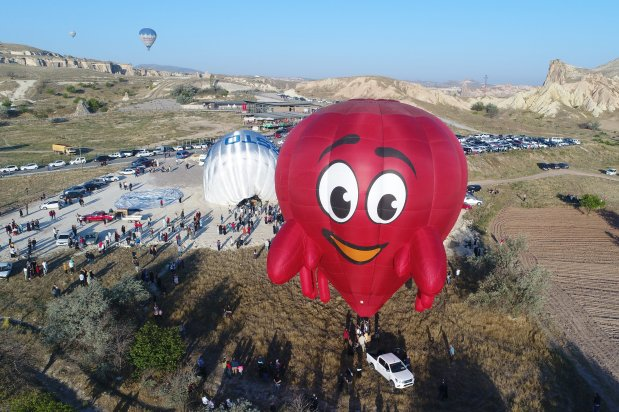 An aerial view of hot air balloons with different figures being prepared to fly over Turkey's one the most important tourism regions Cappadocia within the International Cappadocia Hot Air Balloon Festival on 5 July 2019 in Nevsehir, Turkey. [Sercan Küçükşahin/Anadolu Agency]
