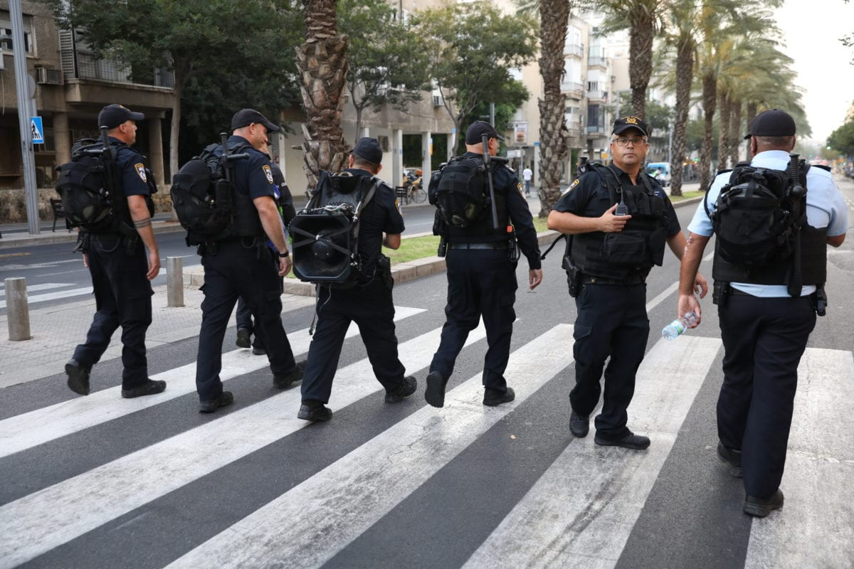 Israeli police near Azrieli Tower in Tel Aviv, Israel on July 08, 2019. [Oren Ziv - Anadolu Agency]