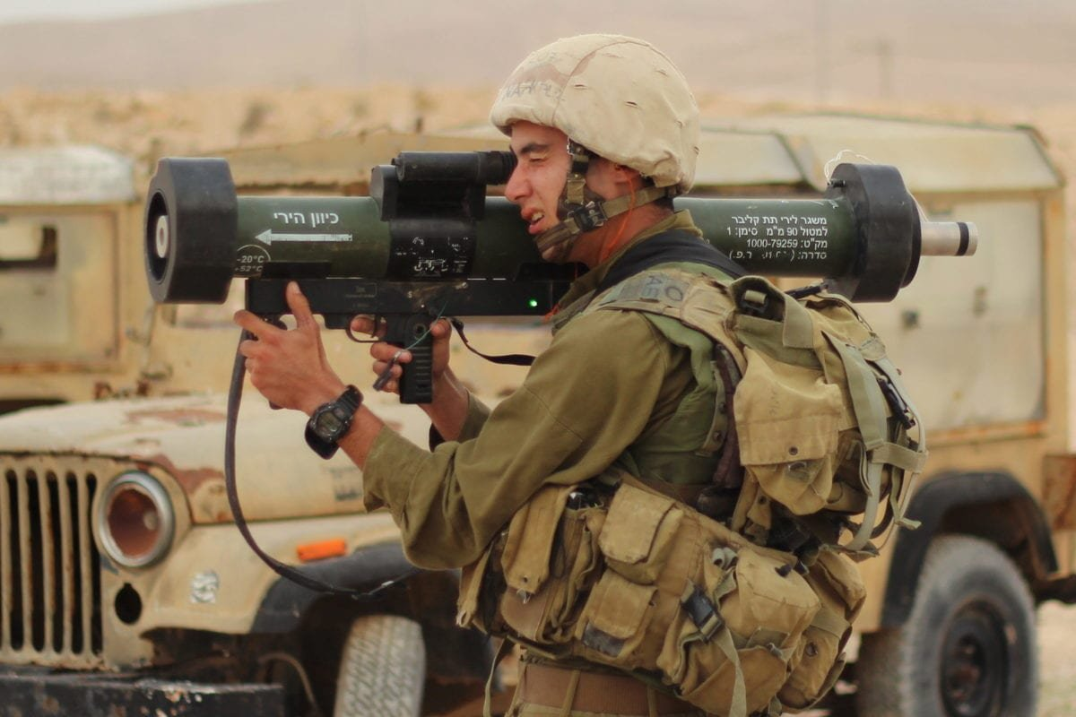 An IDF soldiers, part of Nahal's Special Forces, conducts a firing drill of the IDF Matador in southern Israel on December 4, 2014 [idfonline / Flickr]