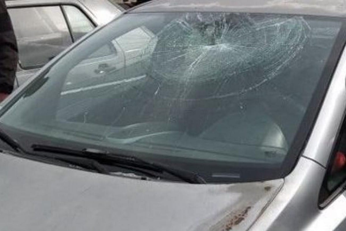 Israeli settlers attacked cars belonging to Palestinians with stones in the West Bank on 28 December 2017 [Ma'an News Agency]