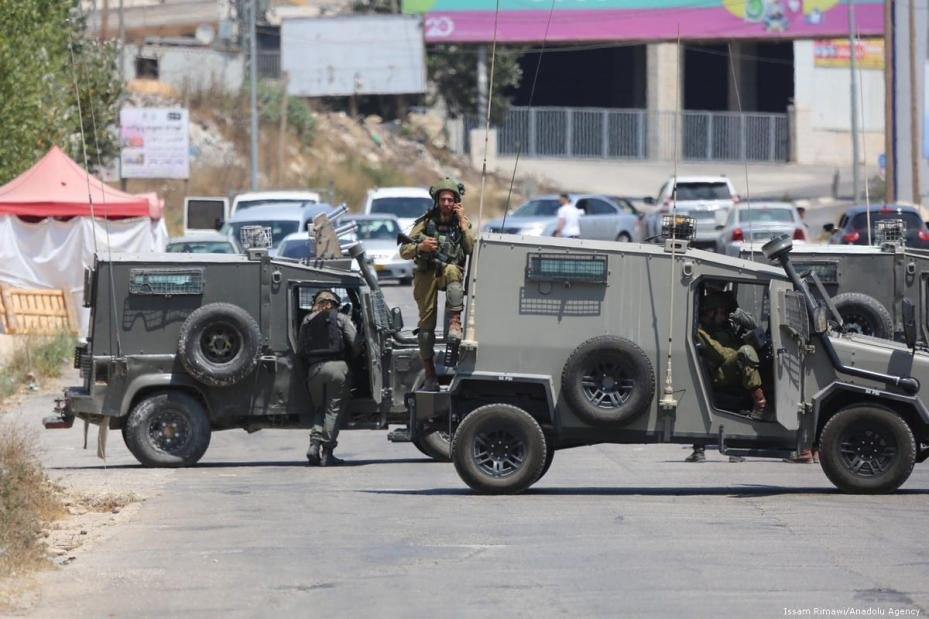 Israeli forces block roads after an explosive device detonated in the West Bank on 23 August 2019 [Issam Rimawi/Anadolu Agency]