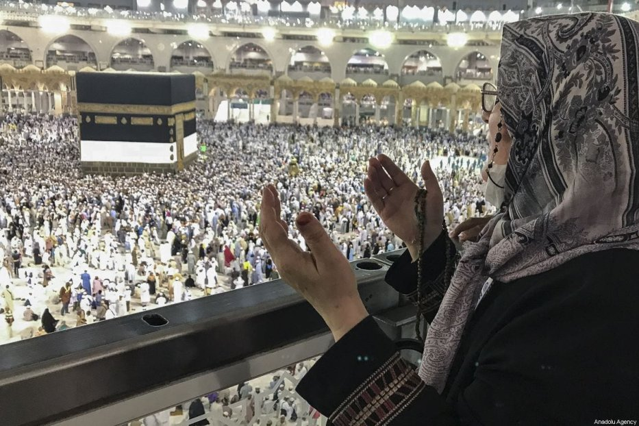 Hajj pilgrims pray around the Kaaba in Mecca, Saudi Arabia on 2 August 2019 [Halil Sağırkaya/Anadolu Agency]