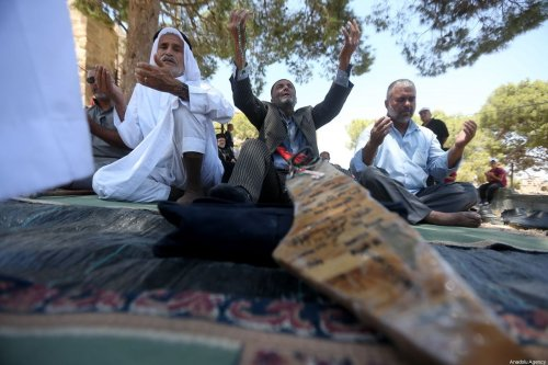 Palestinians pray during the Friday prayer in Wadi Hummus neighborhood in Sur Baher town on the southeastern outskirts of East Jerusalem as a reaction to demolition of some of Palestinian houses by Israel on 2 August 2019. [Wisam Hashlamoun - Anadolu Agency]