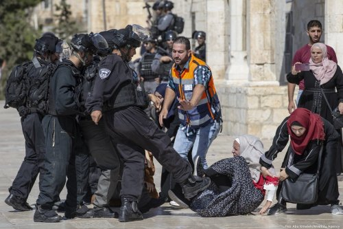 Israeli forces attack Palestinians worshippers in Jerusalem's Al-Aqsa mosque on 11 August 2019 [Faiz Abu Rmeleh/Anadolu Agency