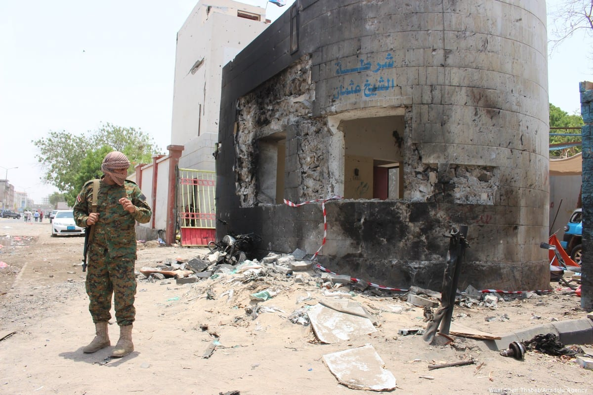 Yemeni forces take security measures at the site of a car bomb attack took in Aden, Yemen on 1 August 2019 [Wael Shaif Thabet/Anadolu Agency]