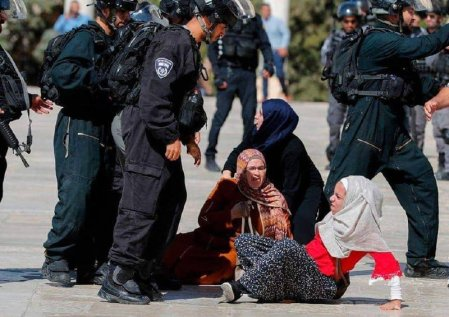 Israeli forces attacked Palestinian worshippers in Jerusalem's Al-Aqsa mosque complex on 11 August 2019