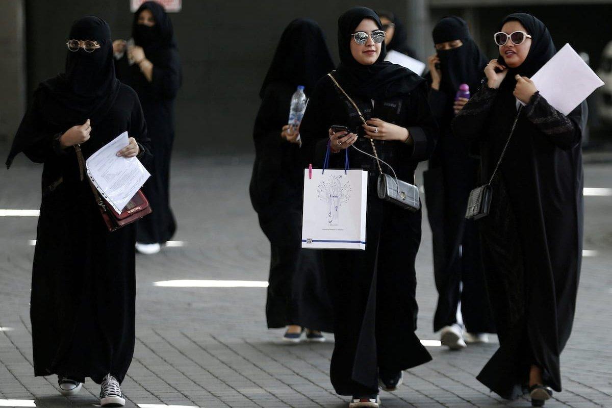 Saudi students walk at the exhibition to guide job seekers at Glowork Women's Career Fair in Riyadh, Saudi Arabia on 2 October 2018. [REUTERS/Faisal Al Nasser]
