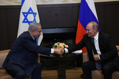 Russian President Vladimir Putin (R) shakes hands with Israel's Prime Minister Benjamin Netanyahu (L) during a meeting in Sochi, Russia on 12 September 2019. [Amos Ben Gershom / GPO / Handout - Anadolu Agency]