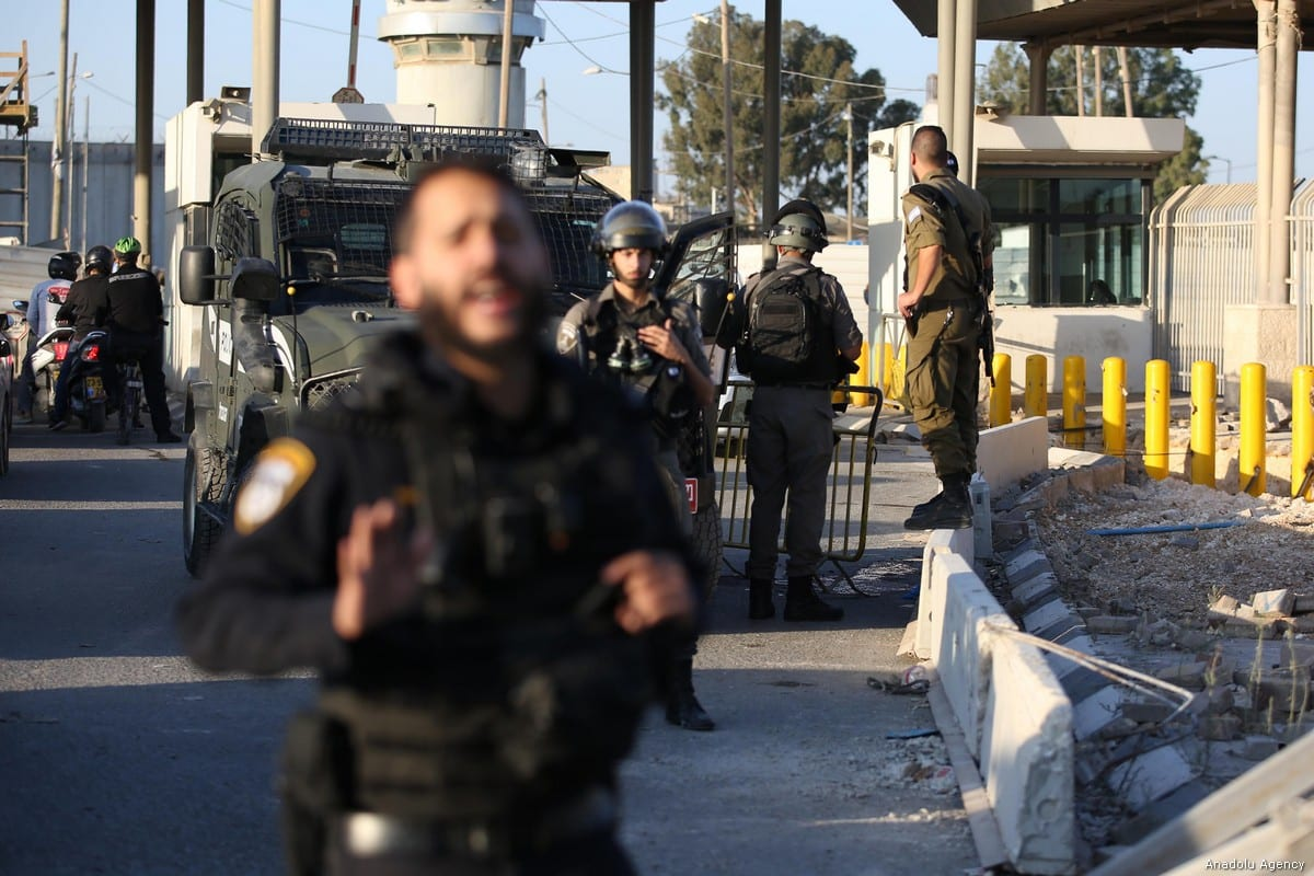 Israeli force block roads in the West Bank on 18 September, 2019 [Issam Rimawi/Anadolu Agency]