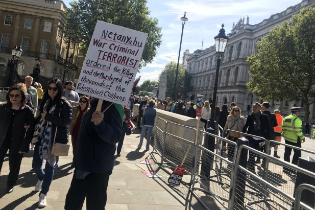 Protesters took to the streets of London today to stand up against Israeli Prime Minister Benjamin Netanyahu's surprise visit on 5 September 2019 [Middle East Monitor]