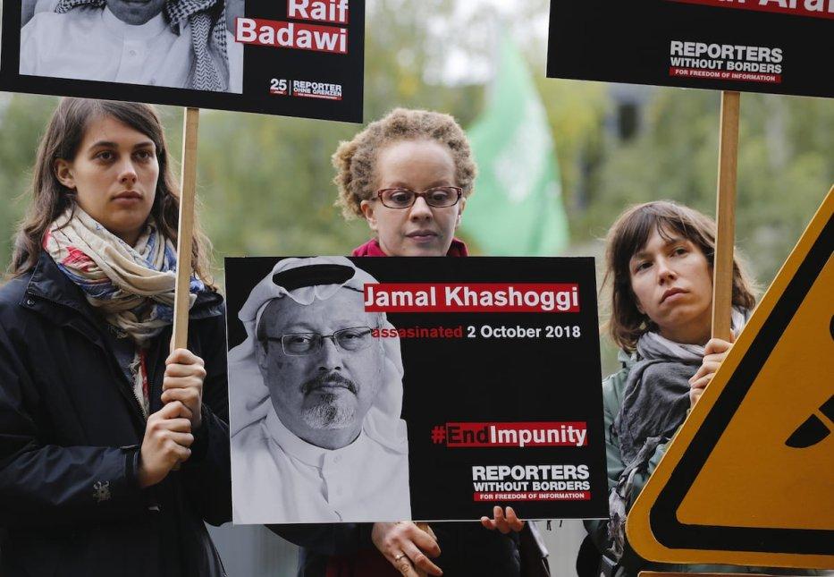 Members of Reporters Without Borders Organization stage a protest demanding justice for murdered Saudi Arabian journalist Jamal Khashoggi outside the Embassy of Saudi Arabia in Berlin, Germany on 1 October 2019. [Abdülhamid Hoşbaş - Anadolu Agency]