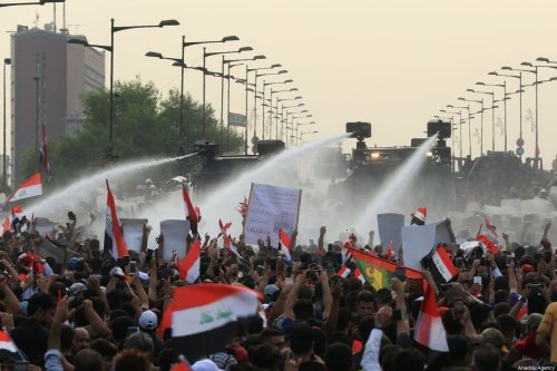 Security forces confront Iraqi demonstrators with water cannons and tear gas canisters as they tenter Green Zone in Baghdad, Iraq on 1 October 2019 [Murtadha Sudani/Anadolu Agency]