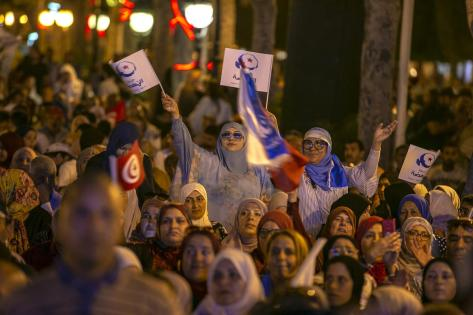 Supporters of Nahda Movement are seen during a gathering within an election campaign at Habib Burgiba Street ahead of Tunisia's presidential election in Tunis, Tunisia on 4 October 2019. [Yassine Gaidi - Anadolu Agency]