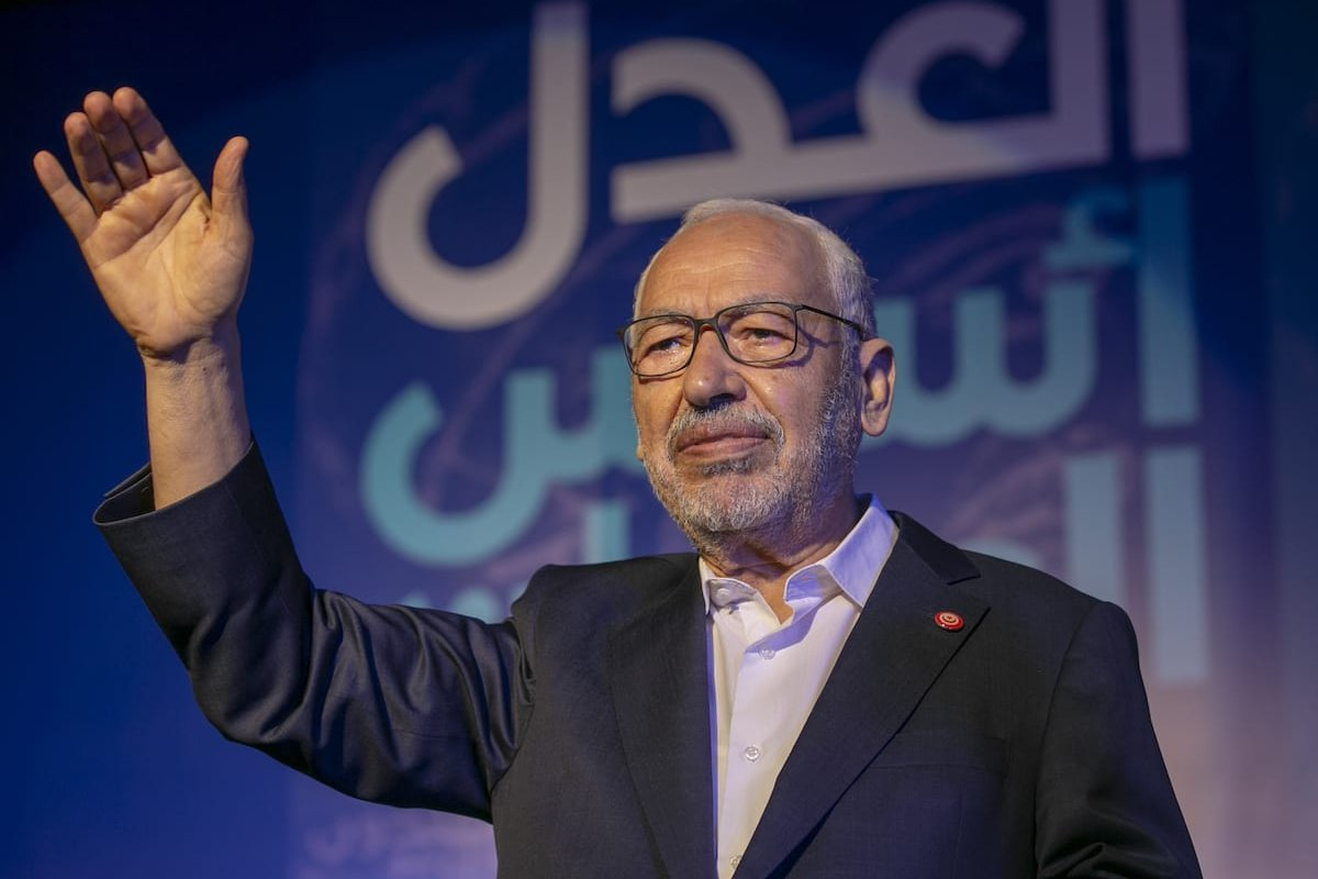 Leader of Nahda Movement Rachid al-Ghannouchi greets people during a gathering within Nahda Movement's election campaign at Habib Burgiba Street ahead of Tunisia's presidential election in Tunis, Tunisia on 4 October 2019. [Yassine Gaidi - Anadolu Agency]