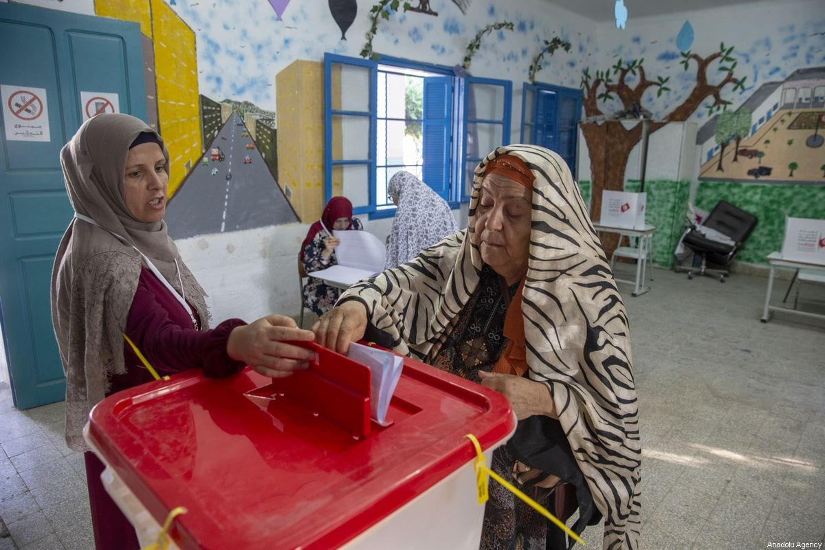 Tunisians cast their vote at a polling station during the parliamentary elections in Ben Arous, Tunisia on October 6, 2019 [Yassine Gaidi / Anadolu Agency]