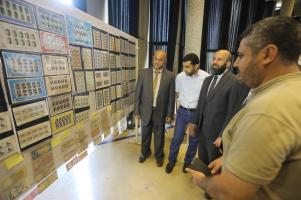 Gaza's currency exhibition on 6 October 2019 [Mohammed Asad - Middle East Monitor]